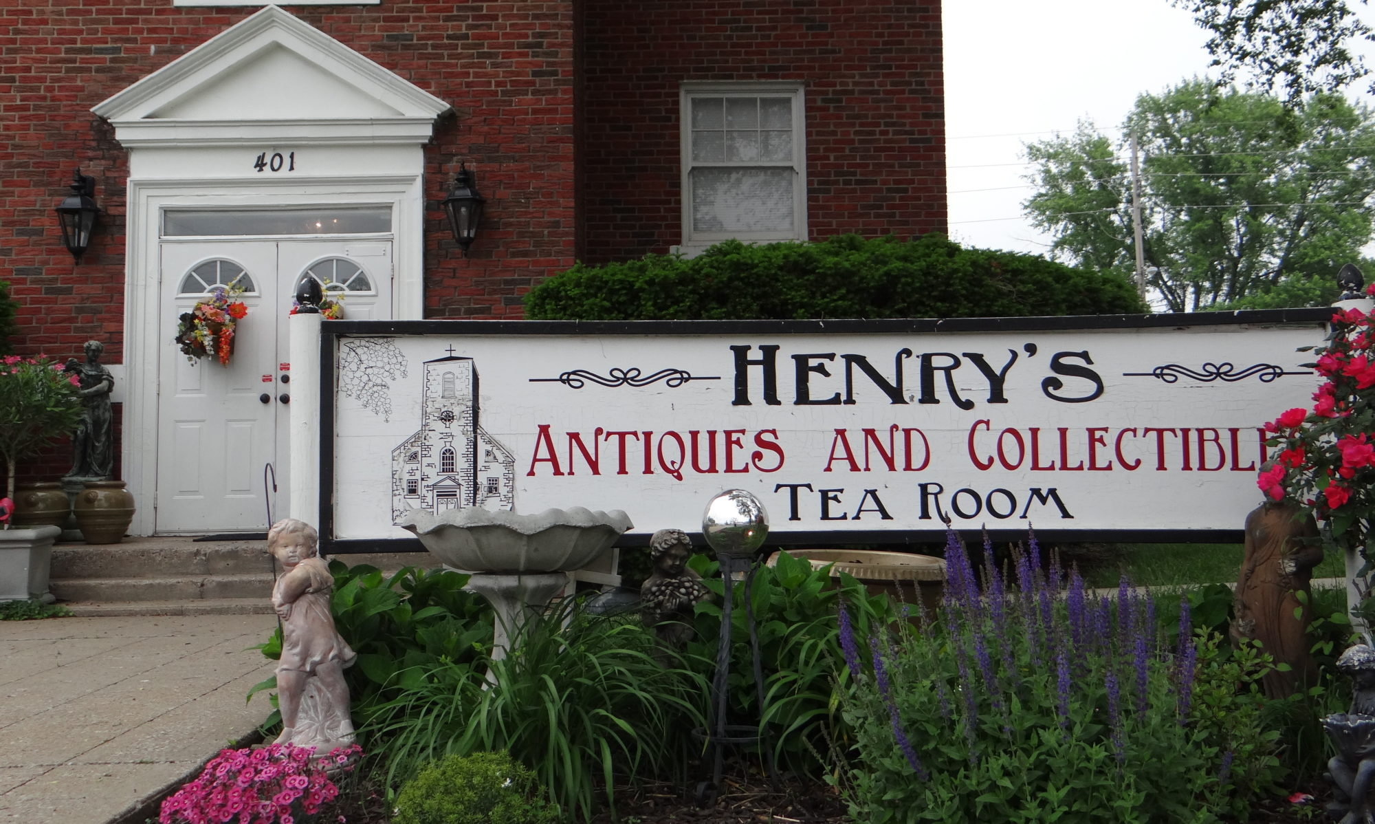 Henry's Antiques, Collectibles and Tearoom