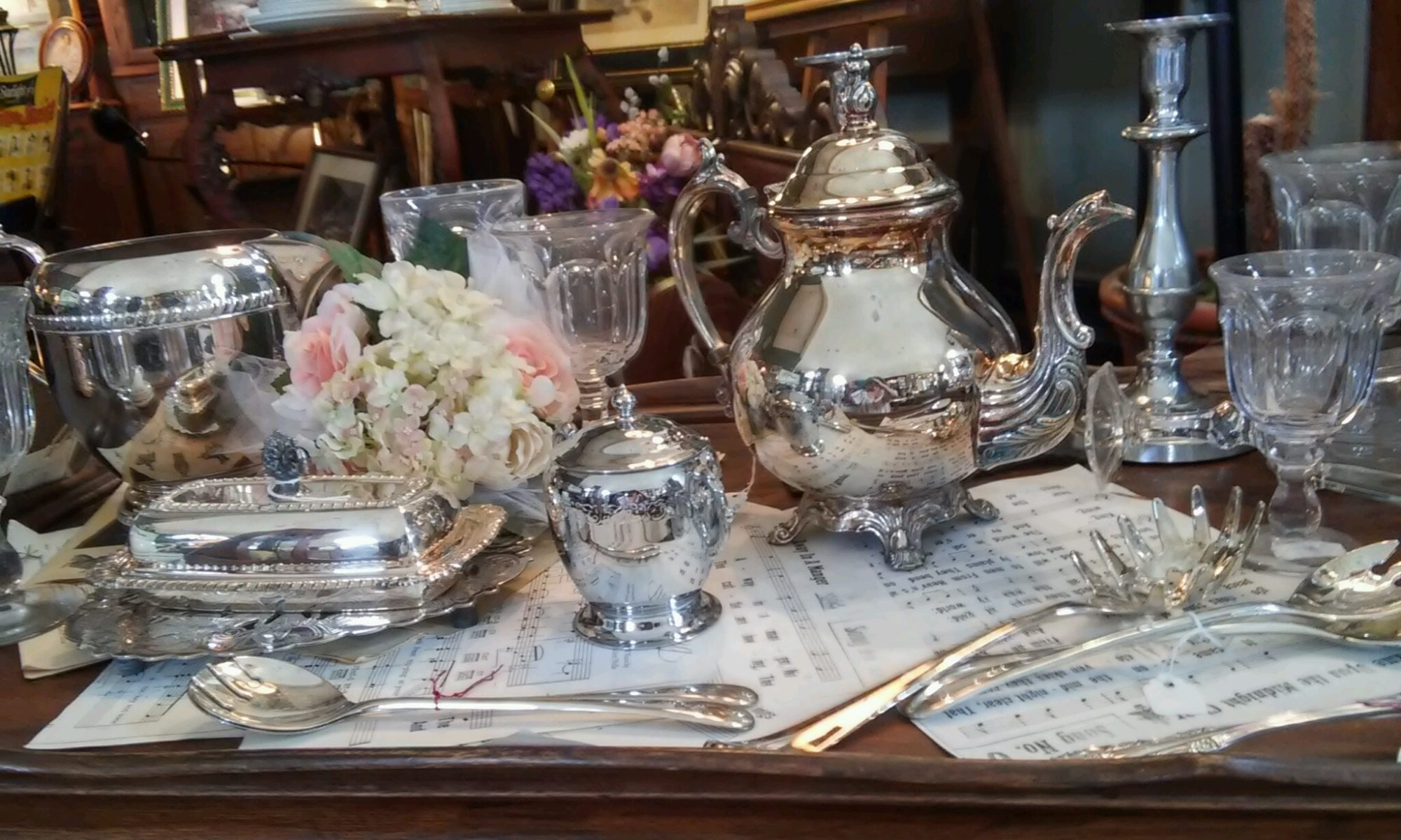 Henrys Antiques and Collectibles